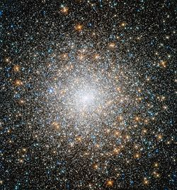 New Hubble image of star cluster Messier 15.jpg
