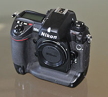 Description de l'image Nikon D2H Front quarter.jpg.