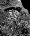 Nr. 3 av de här undersökta gravarna. Mannen på bilden är Don Guidon Ayala - SMVK - 002474.tif
