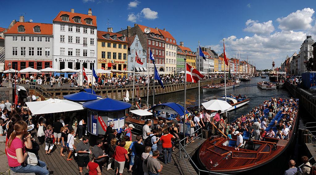 Le canal Nyhavn, la carte postale colorée de Copenhague - Photo de Mstyslav Chernov