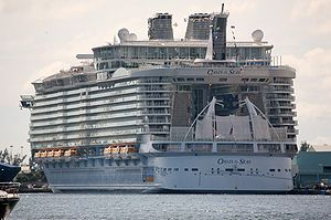 Oasis of the Seas -Fort Lauderdale, Florida, USA-24Nov2009.jpg