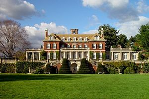 The Great Gatsby (2013 film) - Inspiration for the Buchanan estate came from Old Westbury Gardens in Old Westbury, New York.