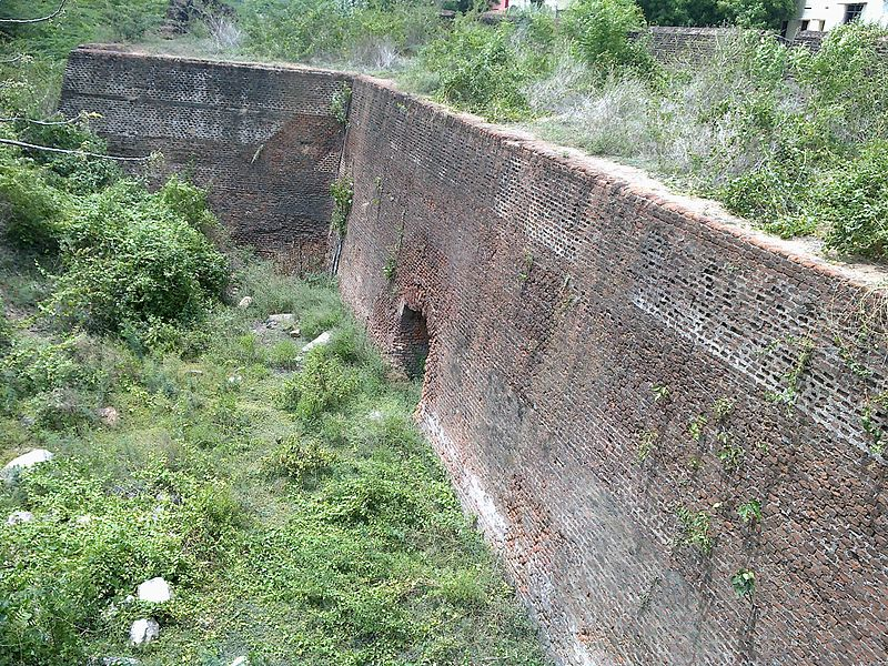 படிமம்:One Part of Vandavsi Fort.jpg