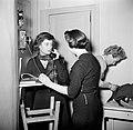 Op de avond voor Sainte Cathérine bellen meisjes met vrienden om afspraakjes te , Bestanddeelnr 254-0146.jpg