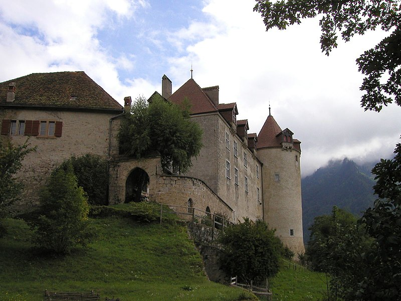 File:Overview of Gruyeres castle.jpg