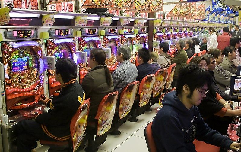 https://upload.wikimedia.org/wikipedia/commons/thumb/8/8b/Pachinko_parlour.jpg/800px-Pachinko_parlour.jpg