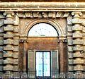Palazzo Pitti, cortile 1, Ausschnitt.JPG