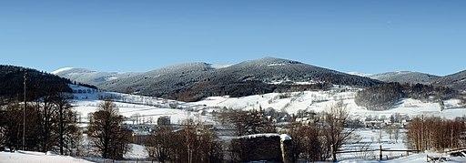 Panorama wsi Bolesławów i Masywu Śnieżnika