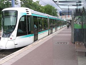 Transport in Paris - A Paris tram