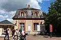 Pavillon entrée est Château Breteuil Choisel 1.jpg