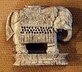 Pedina per gli scacchi a forma di elefante, avorio, india, XVII secolo 03.jpg