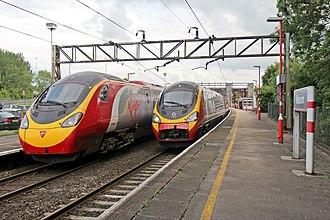 Runcorn railway station - Image: Pendolinos, Runcorn railway station (geograph 4020277)
