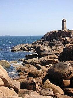 Perros-Guirec - La Côte de granit rose et le phare de Ploumanac'h - Juin 2005.jpg