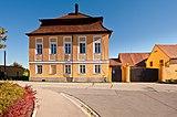 Pfaffengreuth 1, Landsitz und Toreinfahrt, HaJN̠4858.jpg