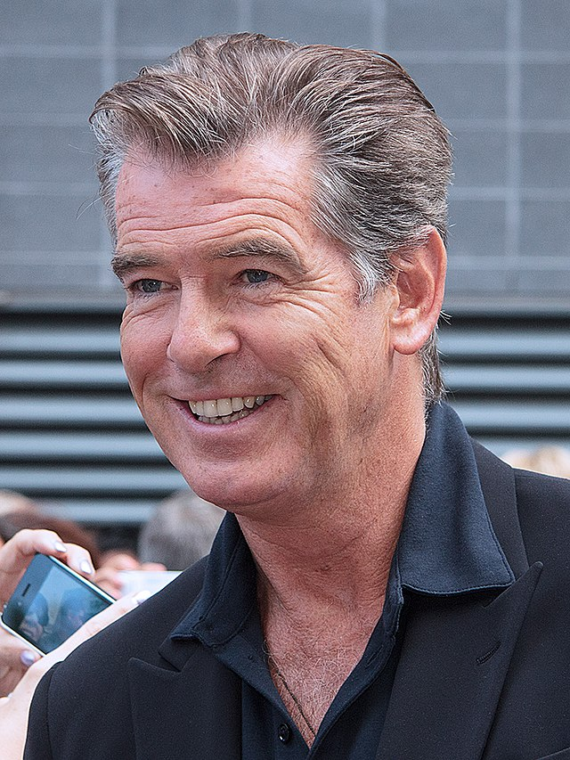 The 65-year old son of father Thomas Brosnan and mother Mary May Smith, 186 cm tall Pierce Brosnan in 2018 photo