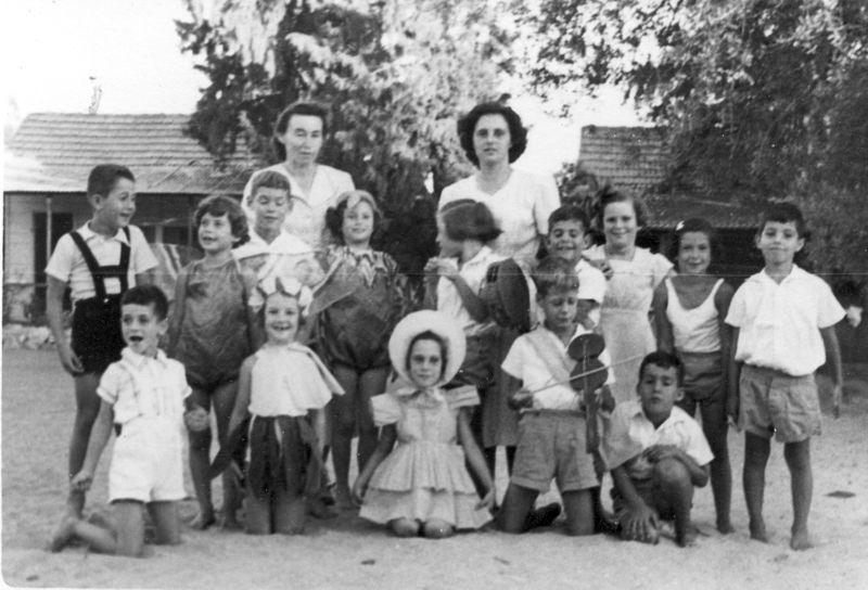 גן-שמואל - ילדים ומטפלות 1952