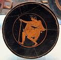 Pittore di ambrosios, kylix con figura maschile con bastone e patera, 520-500 ac. ca da necrop. del crocif. del tufo, orvieto.JPG