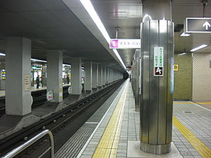 Platform for Tanimachi subway line of Tanimachi Yonchōme Station.JPG