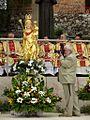 Podczas uroczystej mszy św. (9017526947).jpg