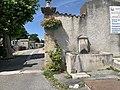 Portail et fontaine du cimetière d'Embrun.jpg