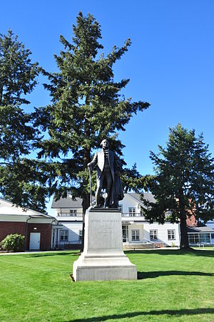 George Washington (Coppini, 1927) - The statue in front of the German-American Society building in 2015