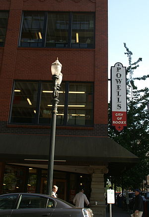 English: Powell's City of Books NW Entrance- P...