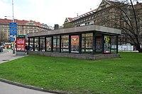 Praha, Dejvická, Vestibul metra.jpg