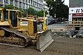 Praha, Holešovice, Komunardů, rekonstrukce tramvajové trati, buldozer.jpg