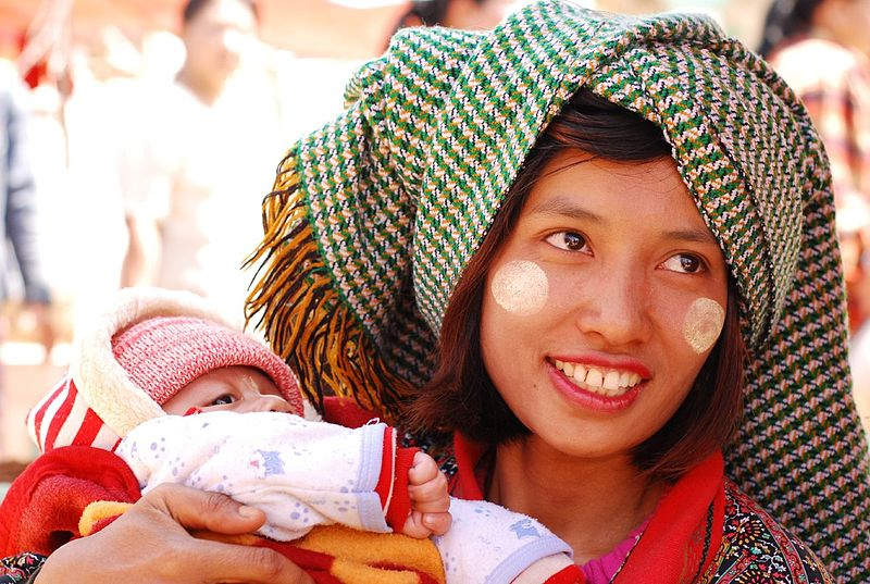 File:Proud mother, Kalaw.jpg