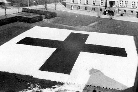 Large Red Cross flag placed in front of Ulleval Hospital on 10 April 1940 Rode Kors flagg pa Ulleval sykehus (1940).jpg