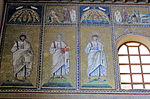 Ravenna, sant'apollinare nuovo, int., santi e profeti, epoca di teodorico 01.JPG