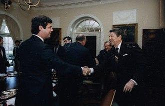 Paul Manafort - Manafort greeting President Ronald Reagan, 1987