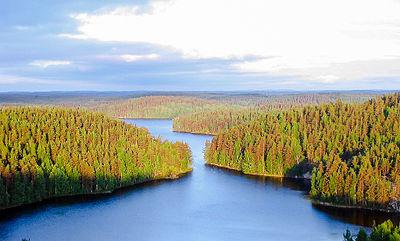 Kymmene älv rinner genom Repovesi nationalpark, norr om Kouvola