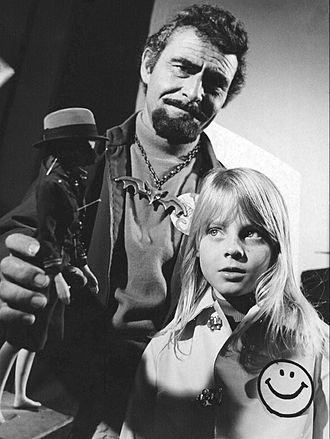 Jodie Foster - Rod Serling and Jodie Foster in TV's Ironside (1972)