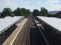 Roding Valley stn high eastbound2