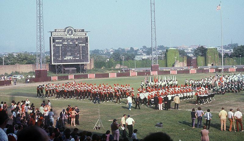 800px-Roosevelt_Stadium_1972.jpg