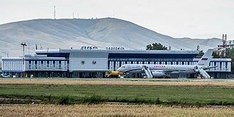 Abakan International Airport - Image: Rossiya Tu 214 in front of terminal at Abakan Airport
