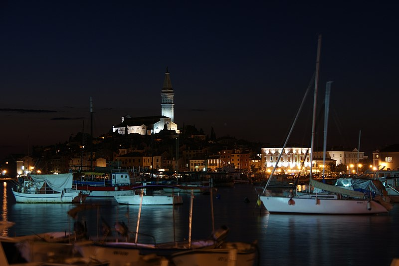 Datei:Rovinj Istria after sunset.jpg