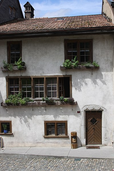 File:Rue du Bourg 7 Gruyères Aug 2011.jpg