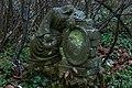 Rzeźba na cmentarzu.jpg