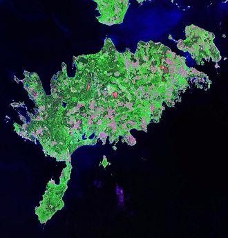 Sõrve Peninsula - Landsat satellite photo of Saaremaa, with Sõrve Peninsula in the south.