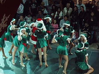 Fashion Show Mall - Image: Santa Claus Runway Show (Nov 23, 2007)