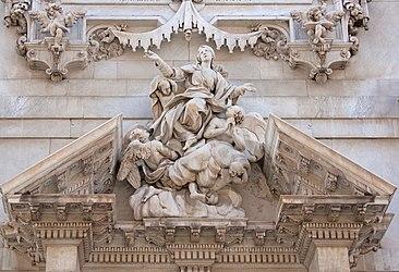 Savona Cathedral center pediment closeup.jpg