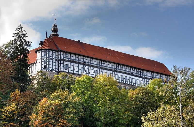 File:Schloss Herzberg, Herzberg am Harz von Osten 2009.jpg