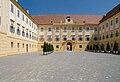 Schlosshof Innenhof.jpg