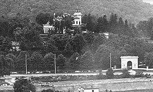 Seaman-Drake Arch - The Seaman-Drake mansion and arch in 1903