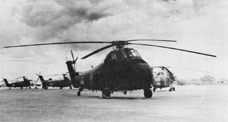 File:Sikorsky H-34s VNAF at Tan Son Nhut AB.jpg