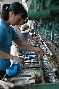 200px Silk Workers Penjelasan Tentang Inflasi (Pengertian+Penyebab+Dampak)