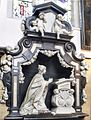 Sint-Willibrorduskerk (Berchem) - Grafmonument van Maria-Anna van Berchem (1663).jpg