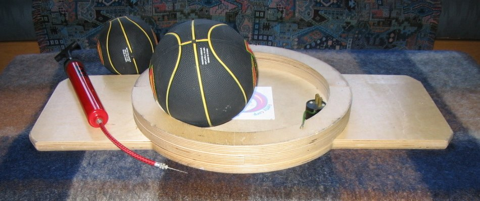 Sphere-and-ring balance board underside